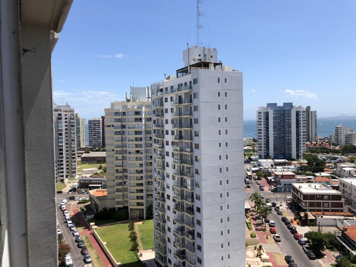 Apartamento ID.258 - a Pasitos de Playa Brava en un Edificio de Pintos Risso