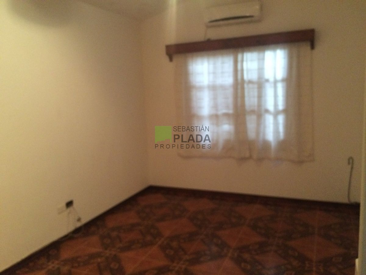 Casa ID.180 -  Linda casa 2 dormitorios, estufa a leña, churrasquera, garage