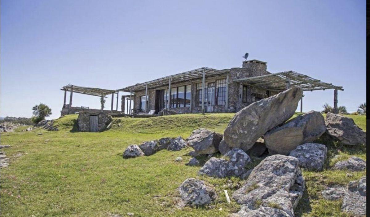 Casa ID.301 - Casa de Piedra, única en La Barra, sobre el Cerro Eguzquiza