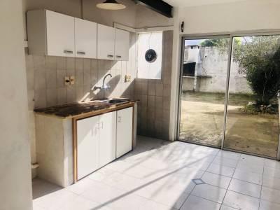 Casa en PH, San Carlos Centro, 2 dormitorios, patio con parrillero en el Centro de San Carlos.