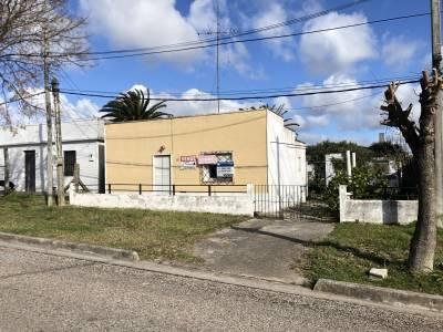 CASA CON TERRENO AMPLIO, BUENA UBICACIÓN. BAJO DE PRECIO CONSULTE