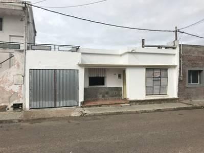 Bajo de precio! 2 dormitorios, con garage a cuadras de Plaza Artigas