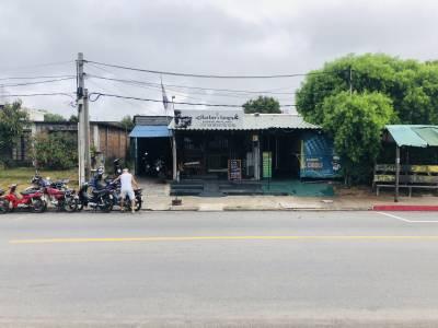 2 locales Comerciales y Vivienda sobre avenida muy transitada en Maldonado