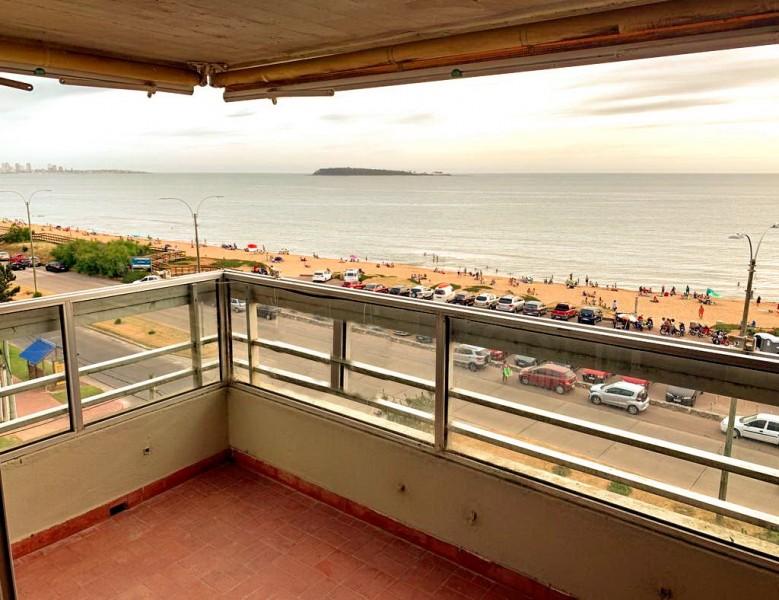 Vendo apartamento de 2 dormitorios, 2 baños y garage. Mansa, Punta del Este.