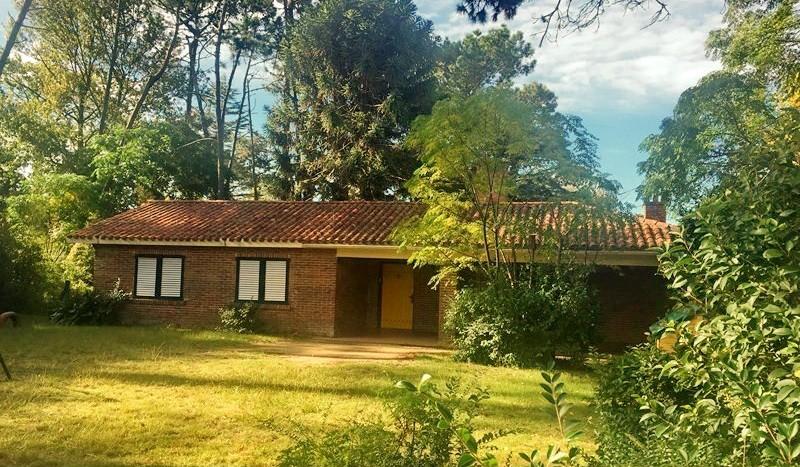 Vendo casa de 3 dormitorios, ideal para oficina. Av. Córdoba, Punta del Este
