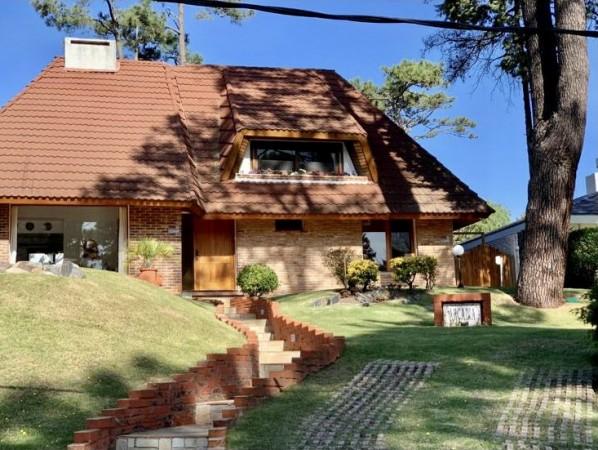 Casa Venta o Alquiler en Punta del Este Pinares de 4 Dormitorios
