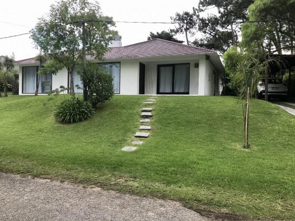Casa Venta o Alquiler en Punta del Este Jardines de Cordoba de 4 Dormitorios