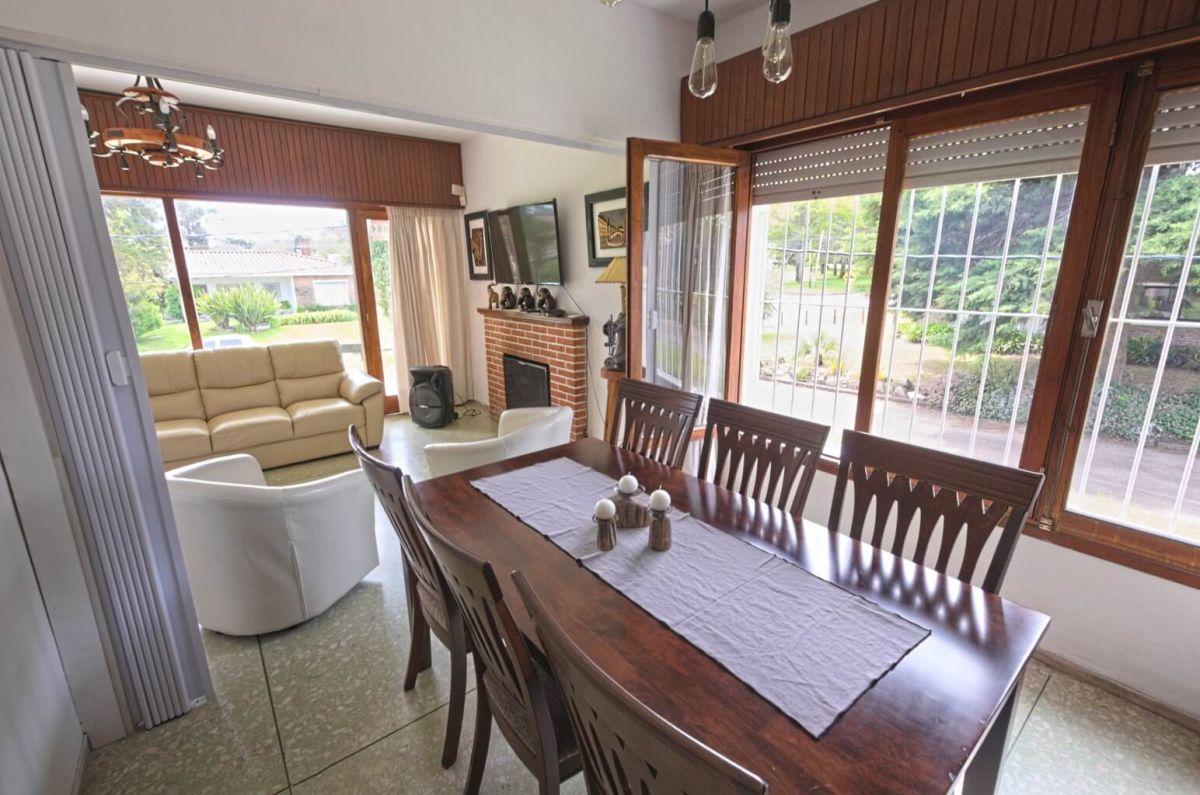 Casa Ref.225 - Casa en alquiler Punta del Este playa Mansa, 2 dormitorios y parrillero
