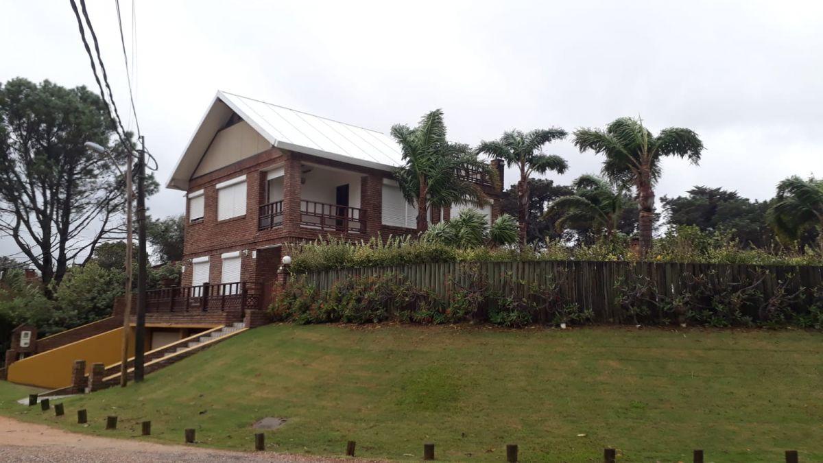 Incomparable !!casa en venta muy buena ubicaci�n y excelente estado - Ref: 1402.1