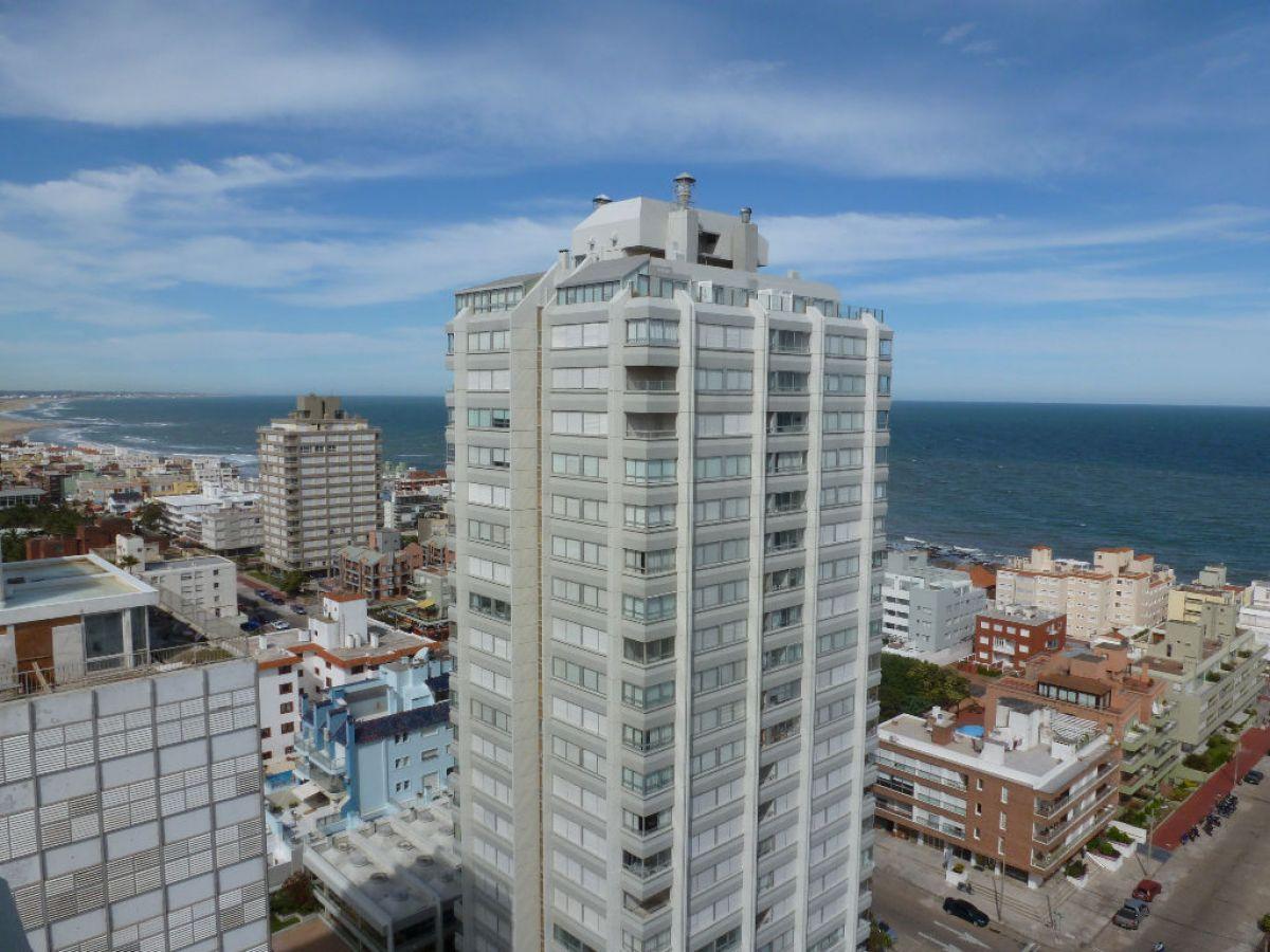 Apartamento ID.184 - OPORTUNIDAD! Departamento de 3 dormitorios en piso alto, Punta del Este