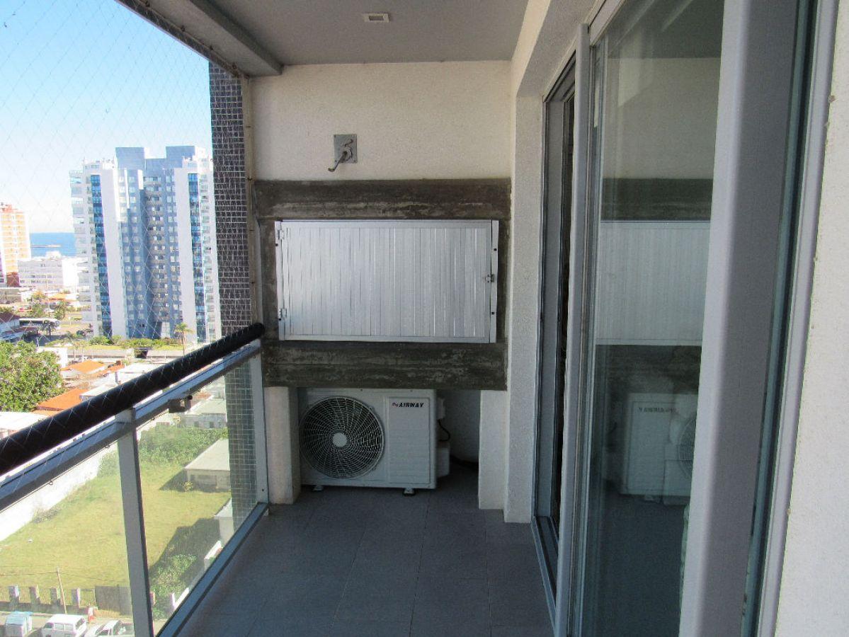 Apartamento Ref.29 - Departamento en alquiler sobre Avenida Francia a metros del Mar.