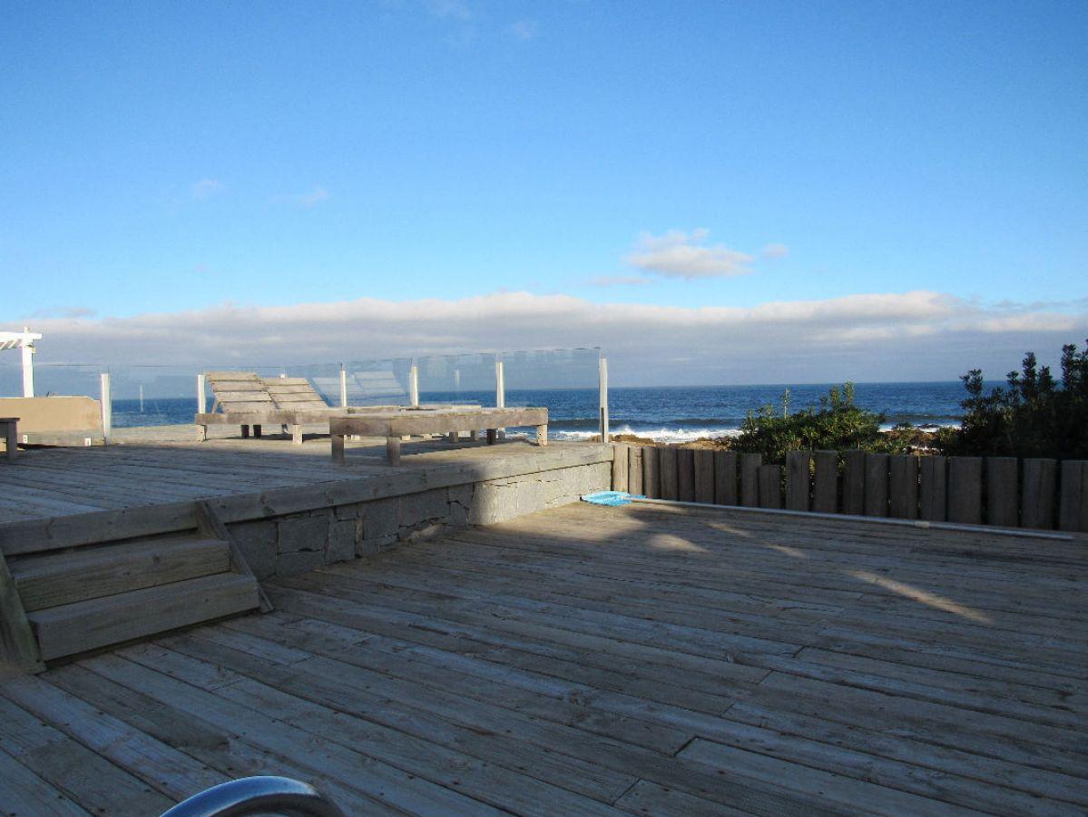 Apartamento Ref.78 -  Venta y alquiler sobre playa Montoya, 3 dormitorios mas amplio playroom.