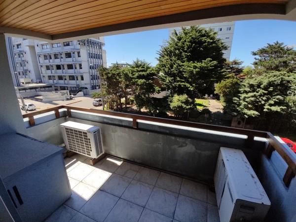 amplio y luminosos apartamento a la venta en centro maldonado - idg735a