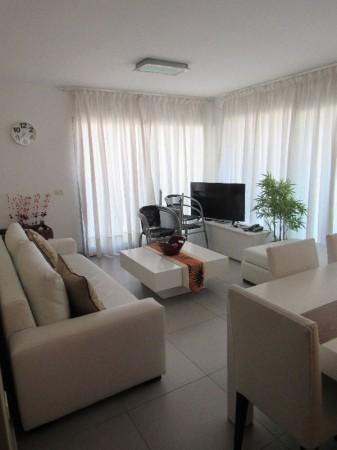 muy buen departamento en alquiler en  avenida chiverta, 2 dormitorios . - idg3a