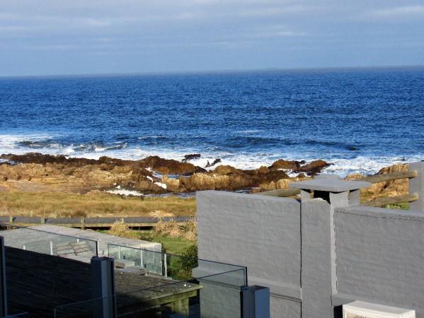 venta y alquiler sobre playa montoya, 3 dormitorios mas amplio playroom. - idg78a