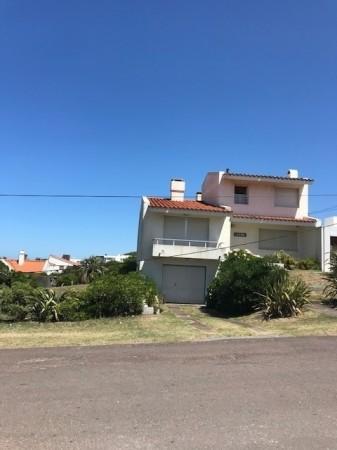 Casa Venta o Alquiler en Punta del Este La Barra de 2 Dormitorios