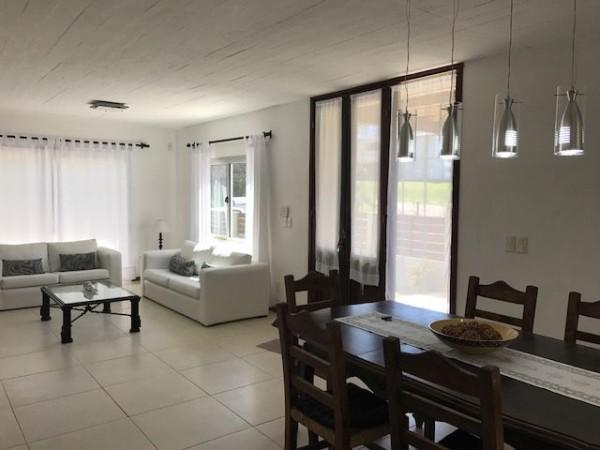 Casa Venta o Alquiler en Punta del Este Montoya de 4 Dormitorios