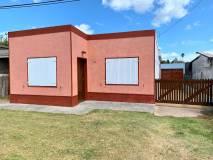 Linda casa en San Carlos, muy cerca de liceo y área comercial!!! CONSULTE!!!