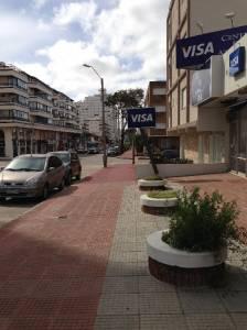 Local comercial a la calle, de 120 m2 , en dos plantas de 60 m2 cada una, en calle 24, No se paga expensas.