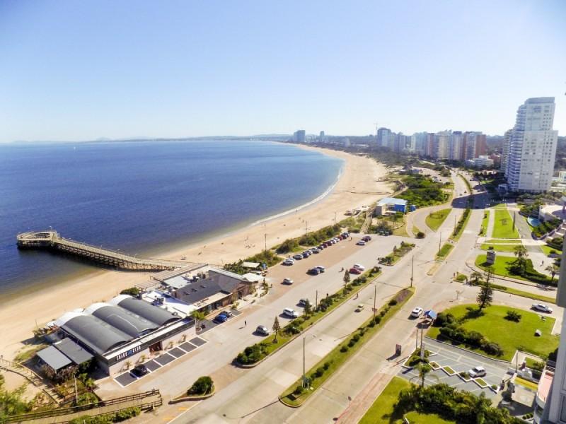 Apartamento ID.31956 - Espectacular Apartamento con vista a la Isla, Playa Mansa, Punta del Este