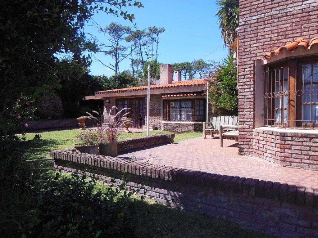 Casa ID.4887 - CASA EN VENTA EN MANSA DE 5 DORMITORIOS