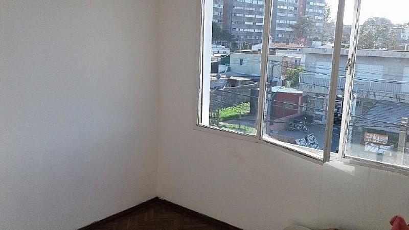 Apartamento ID.438 - Apto venta con renta 2 dormitorios 1 baño-Godoy- Malvin Norte