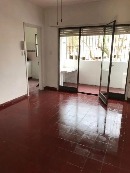 Apartamento ID.1338 - Apartamento en alquiler por escalera  3 dormitorios 1 baño - Santiago Rivas - Buceo