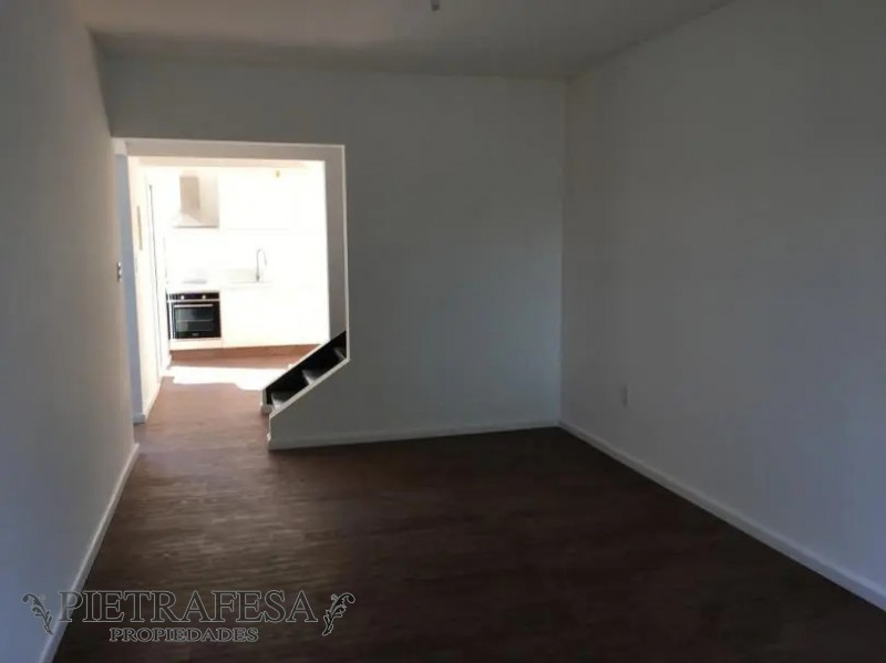 Casa ID.2046 - Casa en alquiler 4 dormitorios 2 baños y garaje para 2 autos-Av.Almirante-Carrasco
