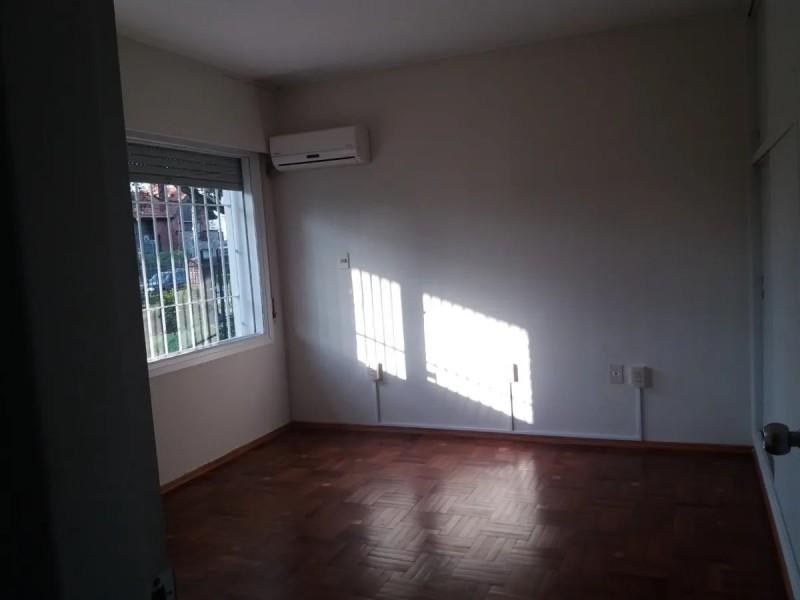 Casa ID.2067 - Casa en alquiler 5 dormitorios 3 baños con gran frente y fondo-Horacio Quiroga-Carrasco