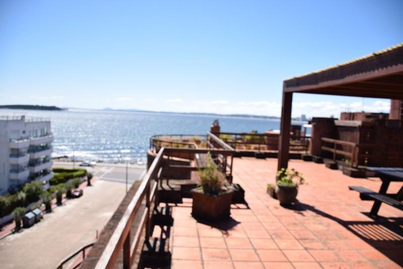 Pent House con hermosa vista al puerto .