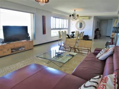 3 suite mas habitación de servicio. Primera Linea de Playa Brava