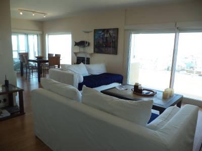 3 dormitorios en Península, piso alto con excelente vista.