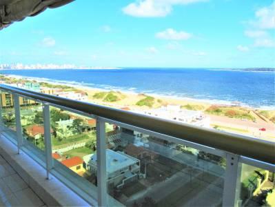 Espectacular departamento frente al mar. Con excelente vista a Playa mansa!