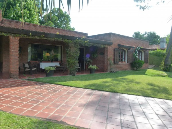 Casa Venta o Alquiler en Punta del Este Jardines de Cordoba de 3 Dormitorios