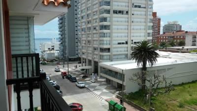 Peninsula con terraza, garage y piscina