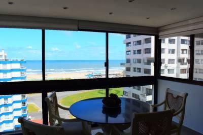Playa Brava frente al mar, piso alto,