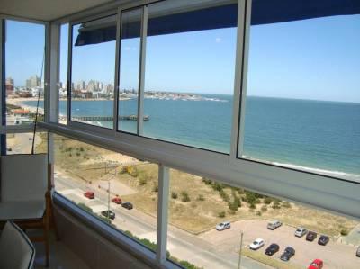 Buena vista a Playa Mansa y Puerto, piso alto muy buenos servicios
