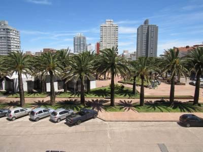 Ubicado en Península frente a la Plaza de los Artesanos