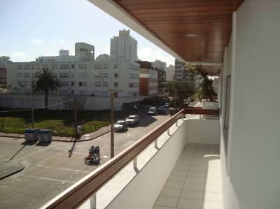 Cerca del Puerto y de la plaza de Punta del Este.