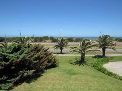 Amplio apto con terraza, y vista a la Playa brava
