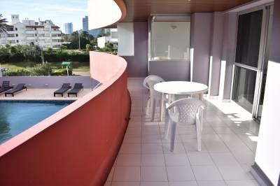 Amplia terraza, aire acondicionado,estaciomiento