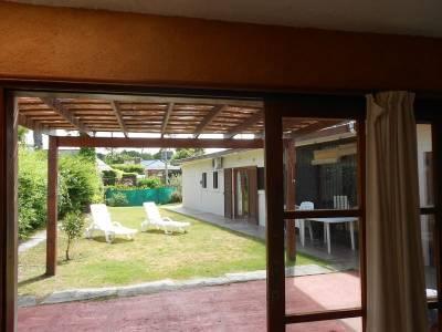 PRECIOSA CASA, CON JARDIN - ZONA RESIDENCIAL DE LA MANSA