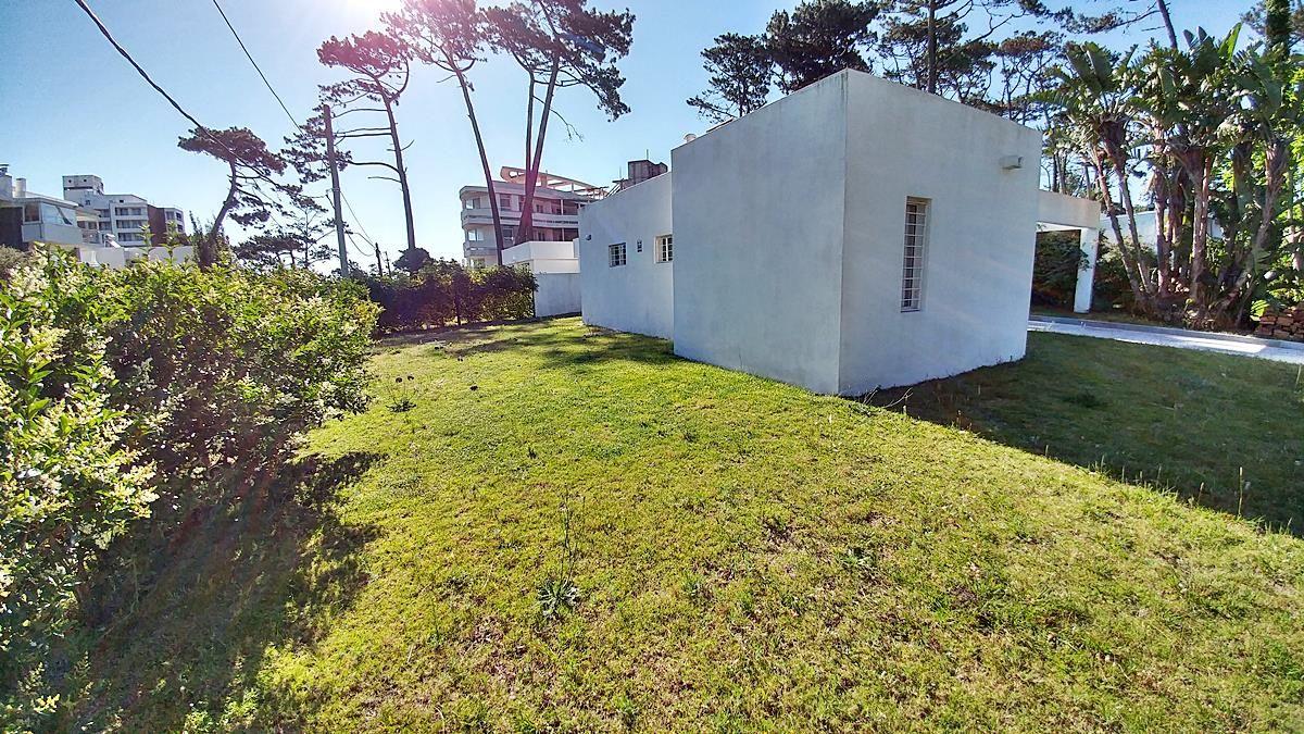 Casa ID.1022 - Casa en venta Playa Mansa 3 dormitorios