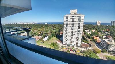 Apartamento sobre Avenida Roosevelt con vista al mar