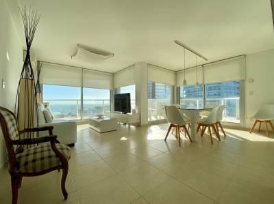 En Playa Mansa, moderno y con servicios!