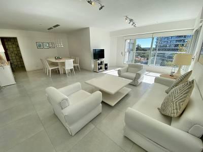 Luminoso, cómodo y renovado apartamento de 3 dormitorios con precio rebajado!