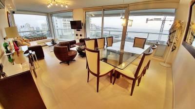 Apartamento en venta Playa Mansa 3 dormitorios