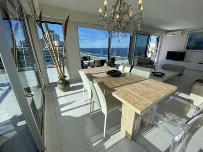 Pent house en torre de categoría frente al mar!