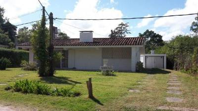 Casa en venta Punta Del Este 2 dormitorios más dependencia de servicio