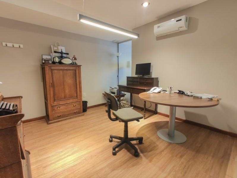 Local Comercial ID.6199 - Oficina en venta en Ciudad Vieja